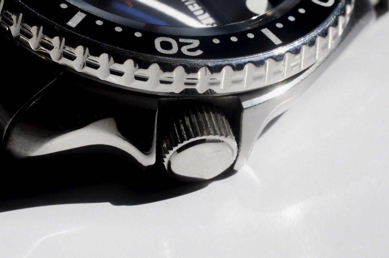 Comment bien utiliser un remontoir à montre?