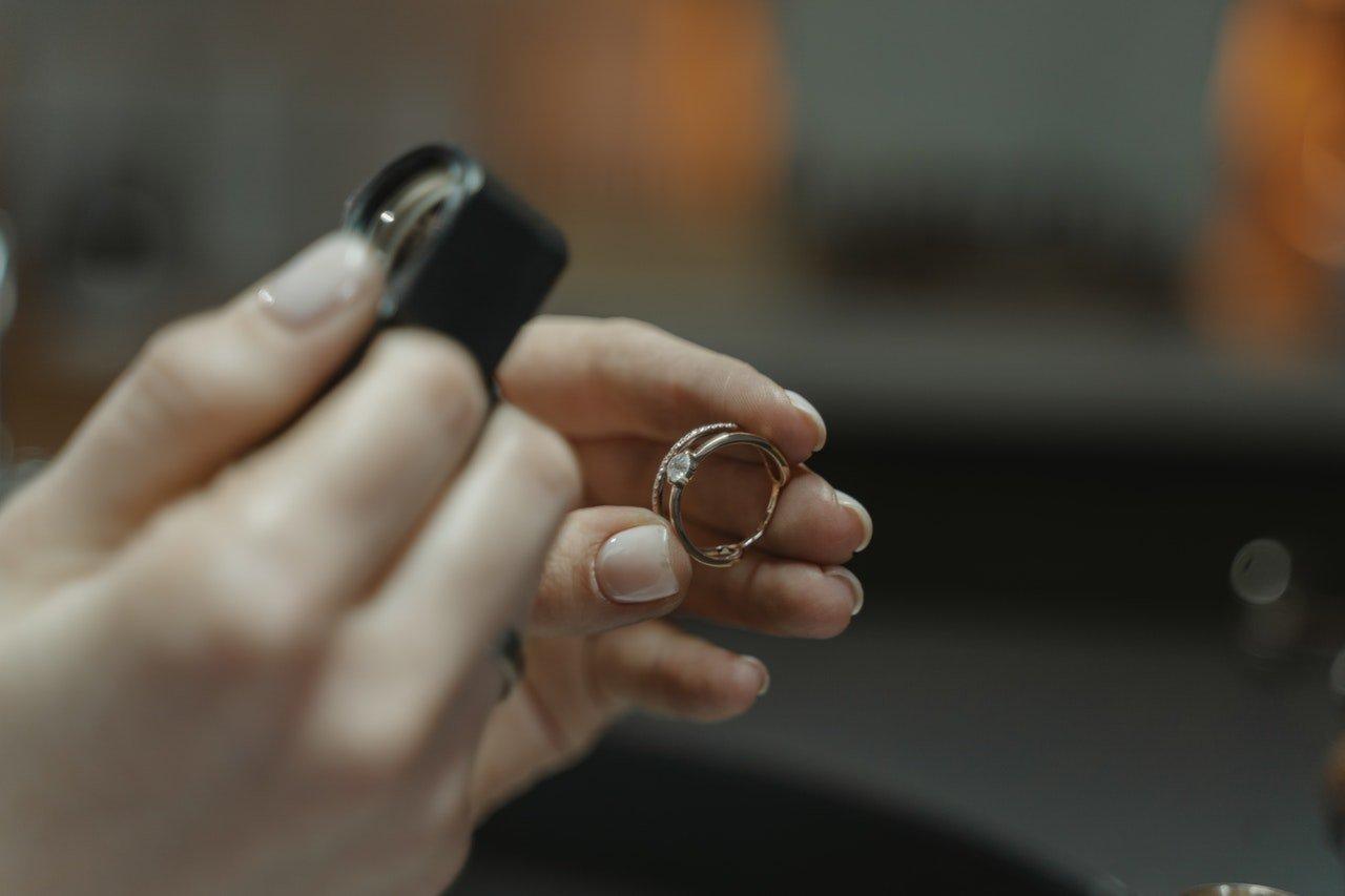 Porte bijoux et boîte à bijoux : lequel choisir ?